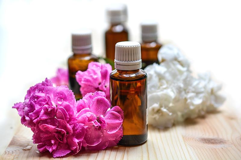 Olejki eteryczne w kosmetyce – lista pełna zpachów.