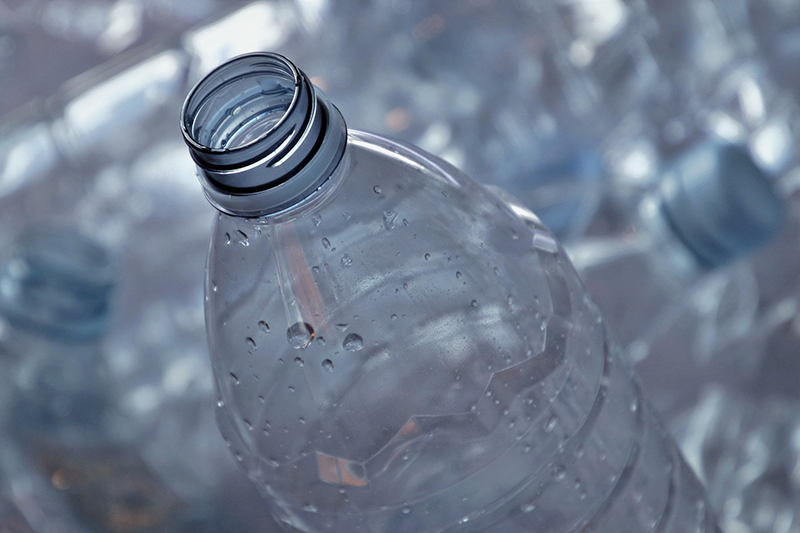 Plastik nie jest fajny! Sprawdź dlaczego.